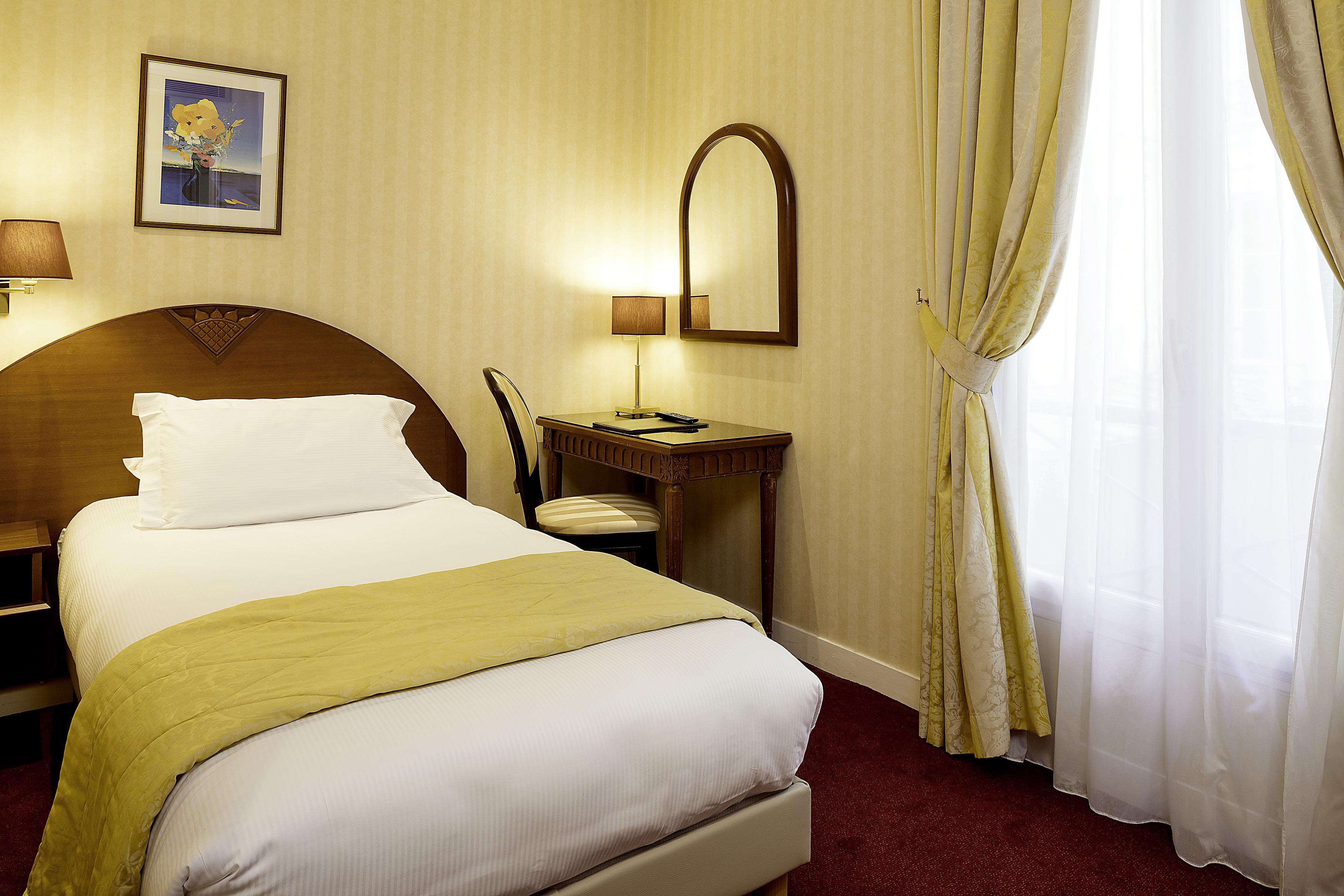 Chambre hotel imp rial hotel de charme paris opera for Chambre de charme paris